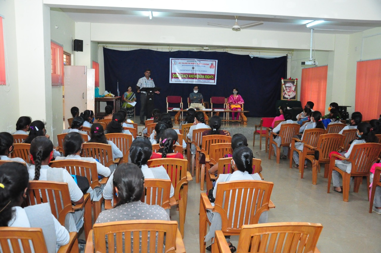 """Dr. N Ananda Gowda, Assistant Professor, Department of Political Science, Karnataka State Open University, Mysore on 05.08.2021 giving a special lecture on the subject of """"democracy and human rights."""""""